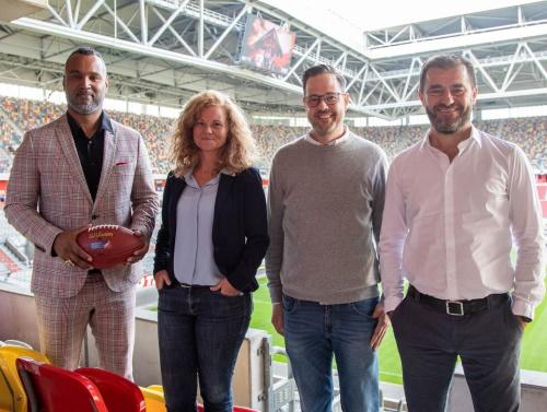 Benutzerdefinierter Link Commissioner-Esume-D.LIVE-GM-Laura-Becker-D.LIVE-Director-of-Sports-Wismer-and-CEO-Karajica